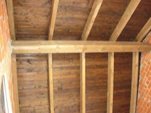 travatura a 4 fili di tetto ristrutturato