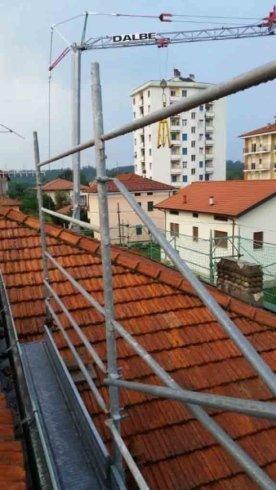 cantiere con gru edile