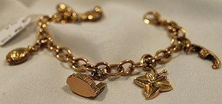 Braccialetto di oro con pendenti