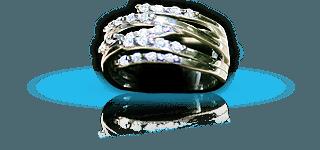 Anello di donna d'oro e diamanti