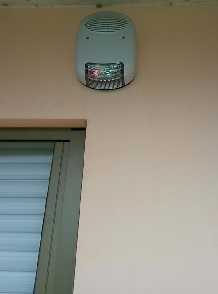 sensore esterno vicino a una finestra