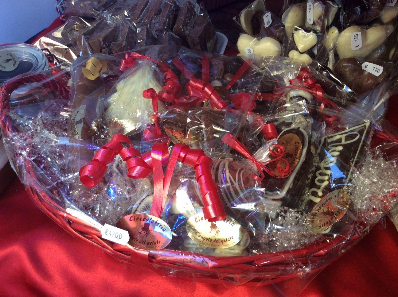 confezione regalo con cioccolatini artigianali