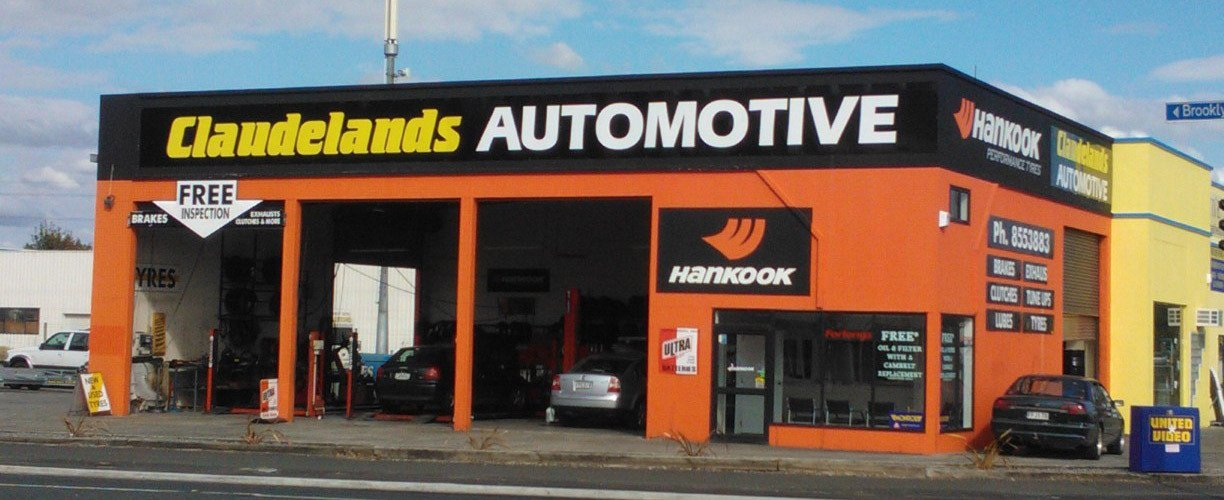 Woman in need of breakdown service and motor repair in Hamilton