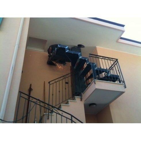 ringhiere di balconi, cancelli, carpenteria