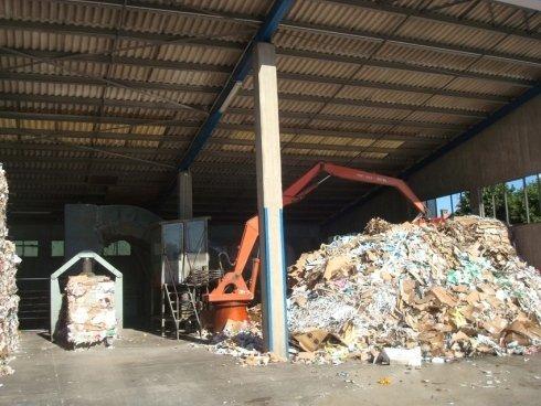 divisione rifiuti e recupero carta adatta per il macero