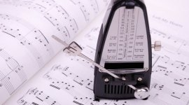 strumenti musicali a fiato, strumenti musicali a corda, tastiere