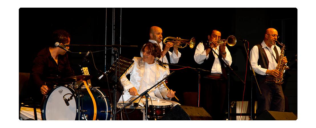 performance musicale durante  uno spettacolo