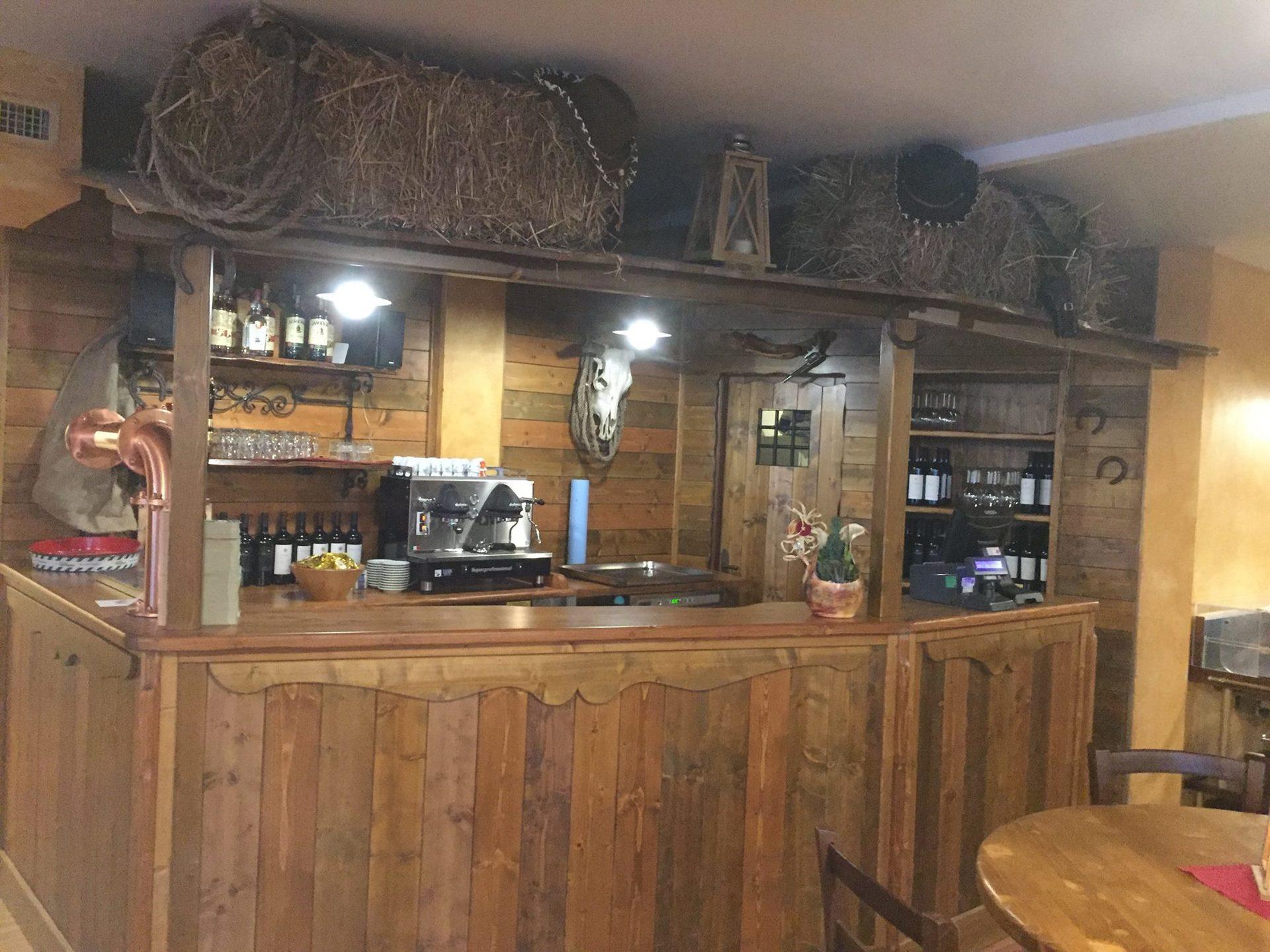 bancone del bar in legno
