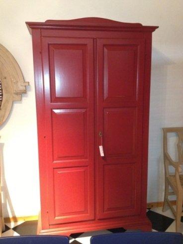 armadio a due porte laccato rosso anticato € 1165 scontato € 800
