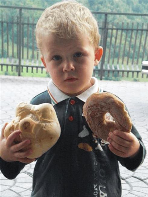 Bimbo con pane
