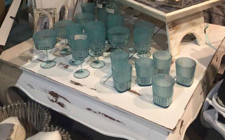Set di bicchieri modernisti