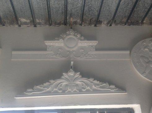 decorazioni in gesso, stucchi, lavori in gesso, bassorilievi e cornici in gesso