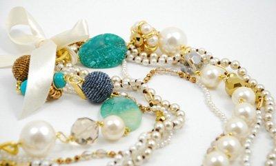 particolare collana di perle