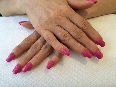 Manicure unghie rosa