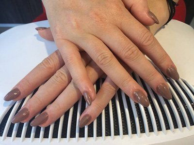 Nail art unghie tonde marroni