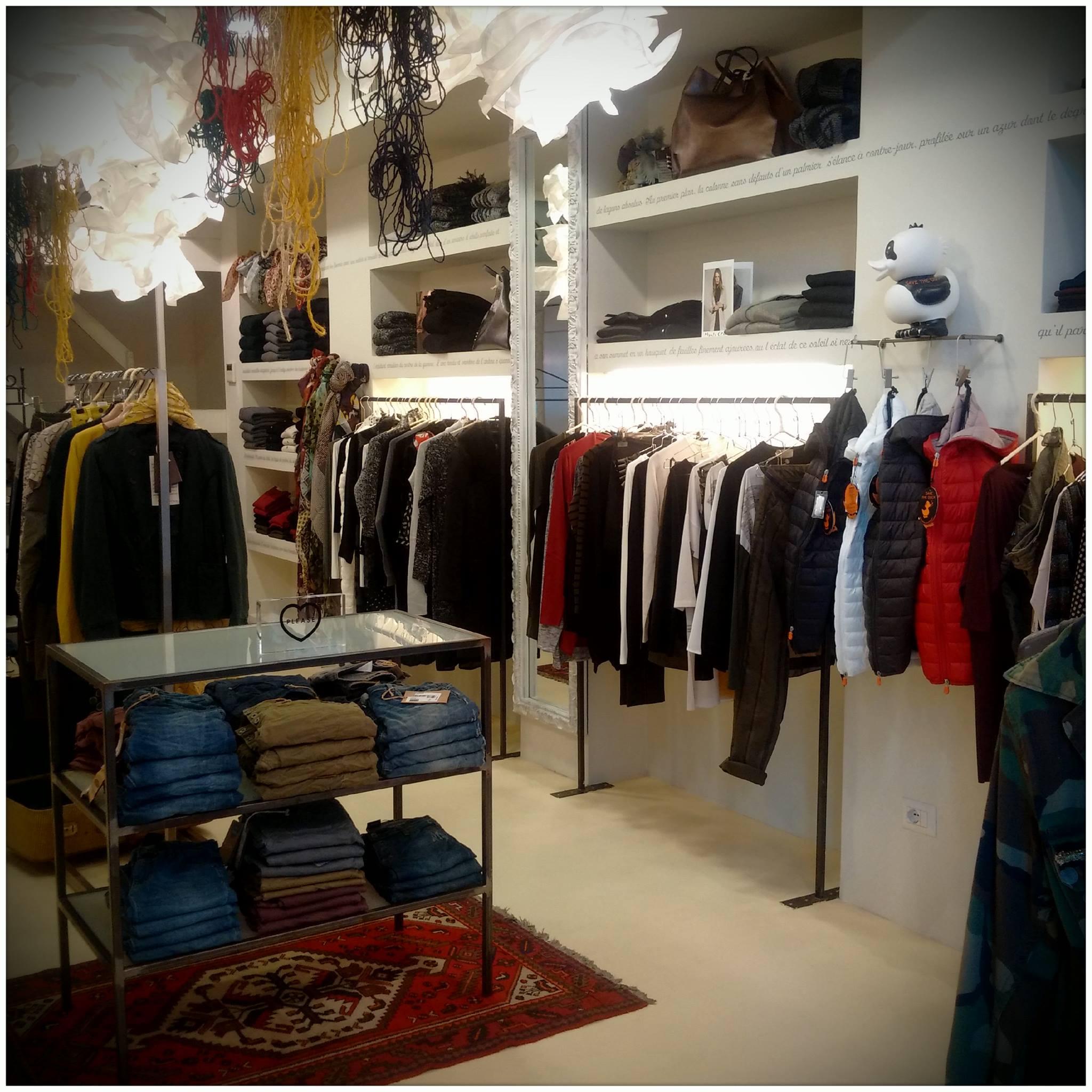 Interno di un negozio di vestiti