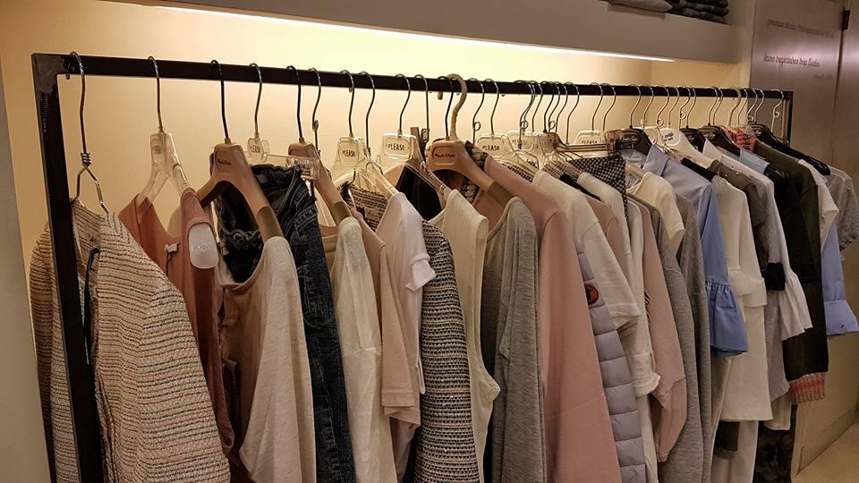 camice e giacche su grucce
