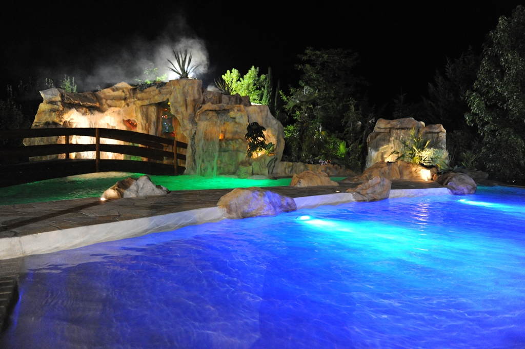 ristorante con piscina