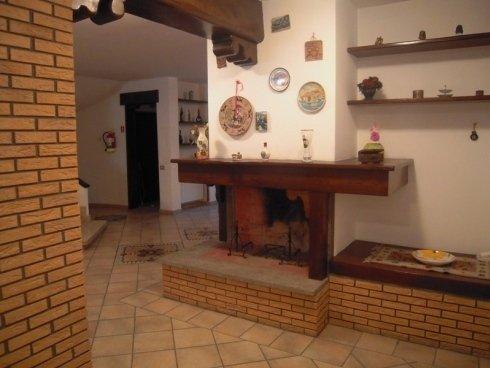 Salotto con camino, sala comune per anziani