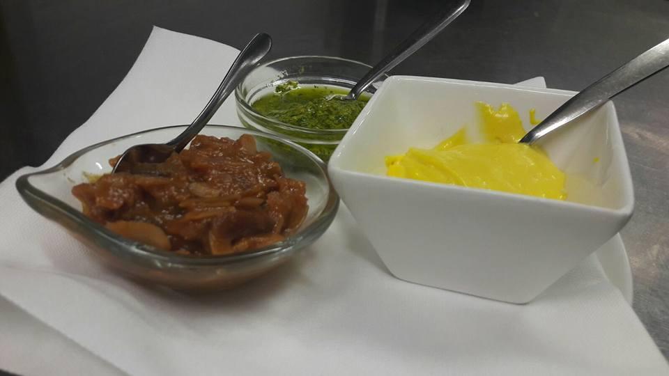 una salsa verde, una gialla e altro