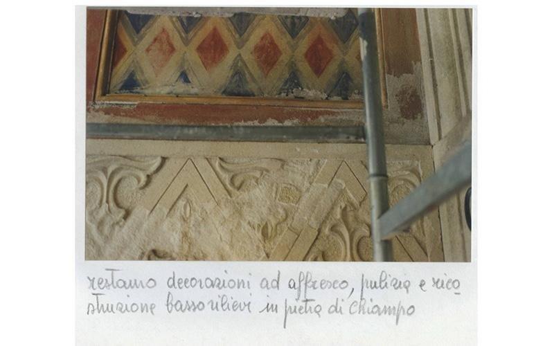 Restauro decorazioni ad affresco,pulizia e ricostruzione basso rilievi in pietra di Chiampo