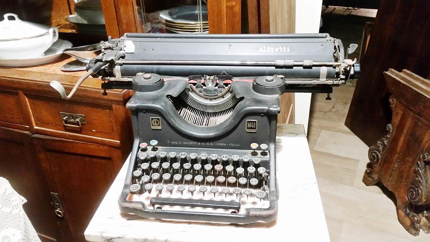 Antica macchina da scrivere Olivetti
