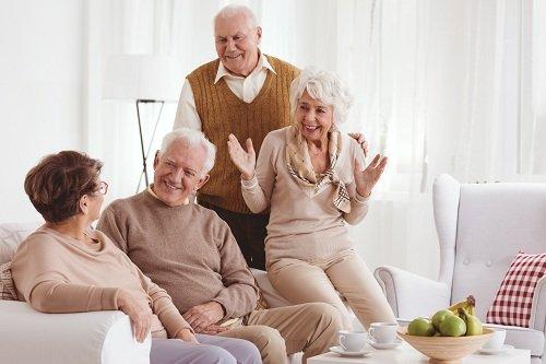 anziani in salotto