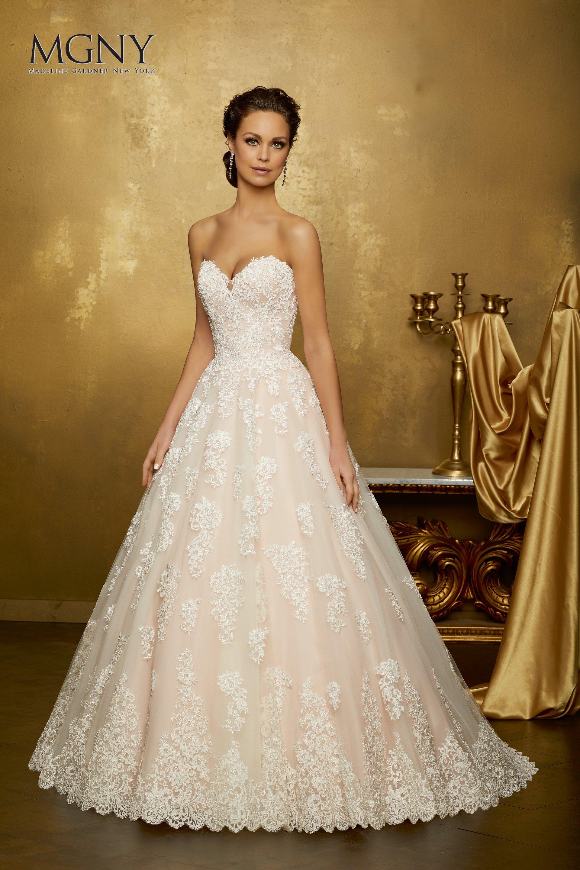 abito da sposa semplice ed elegante