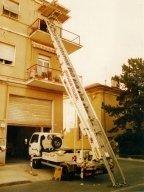 noleggio elevatori esterni, noleggio scale per traslochi, smontaggio e rimontaggio mobili, traslochi di case, facchinaggio