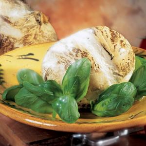 una mozzarella con del basilico