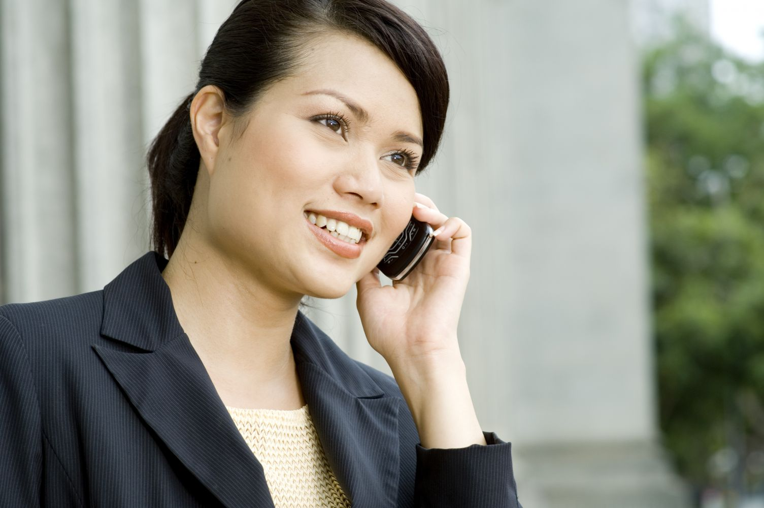 Woman contacts the clinical psychologist in Honolulu, HI