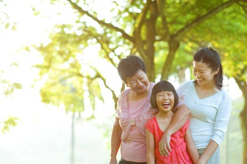 This family benefits from couples counseling in Honolulu, HI