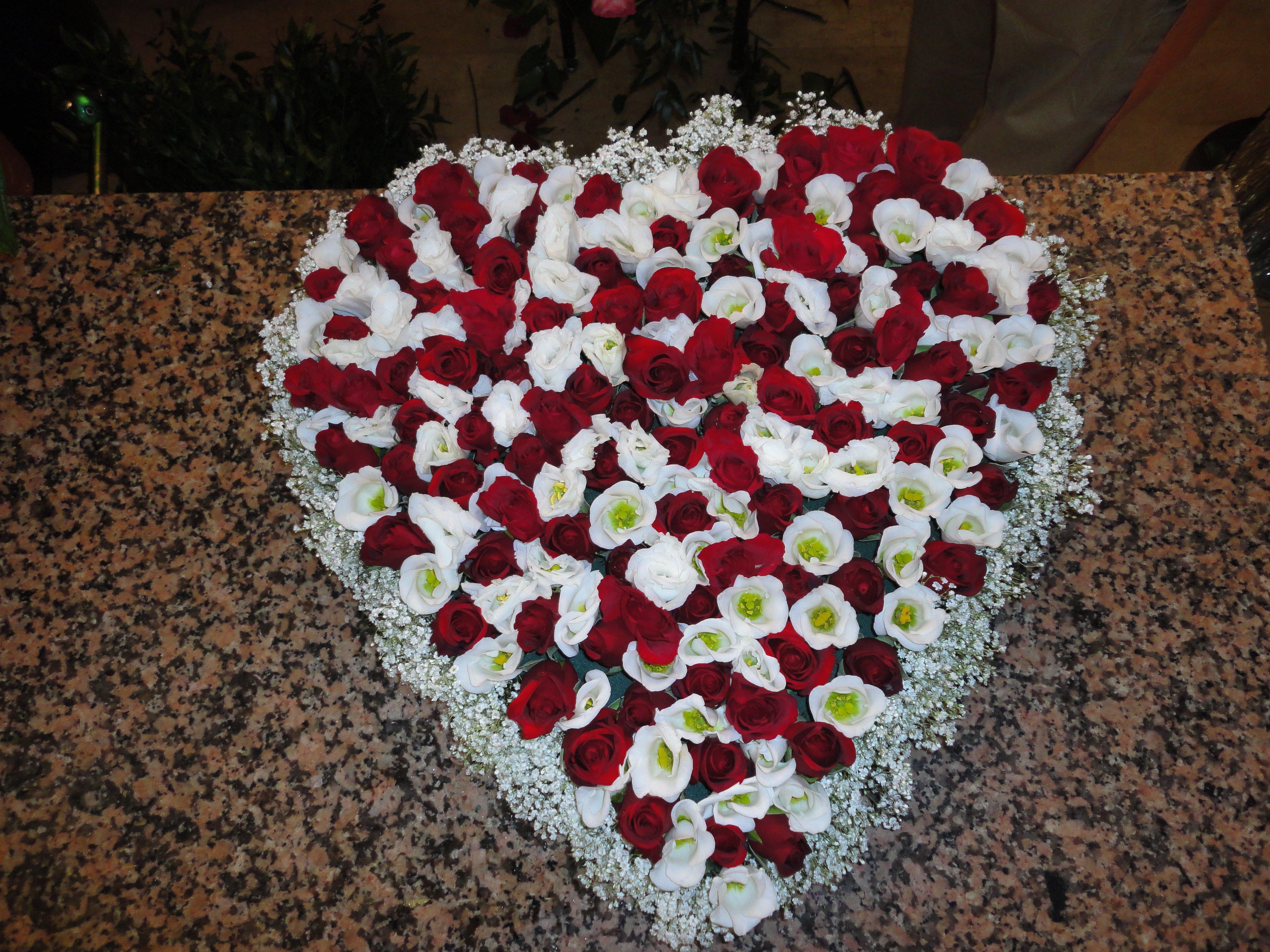 cuore di fiori per funerale