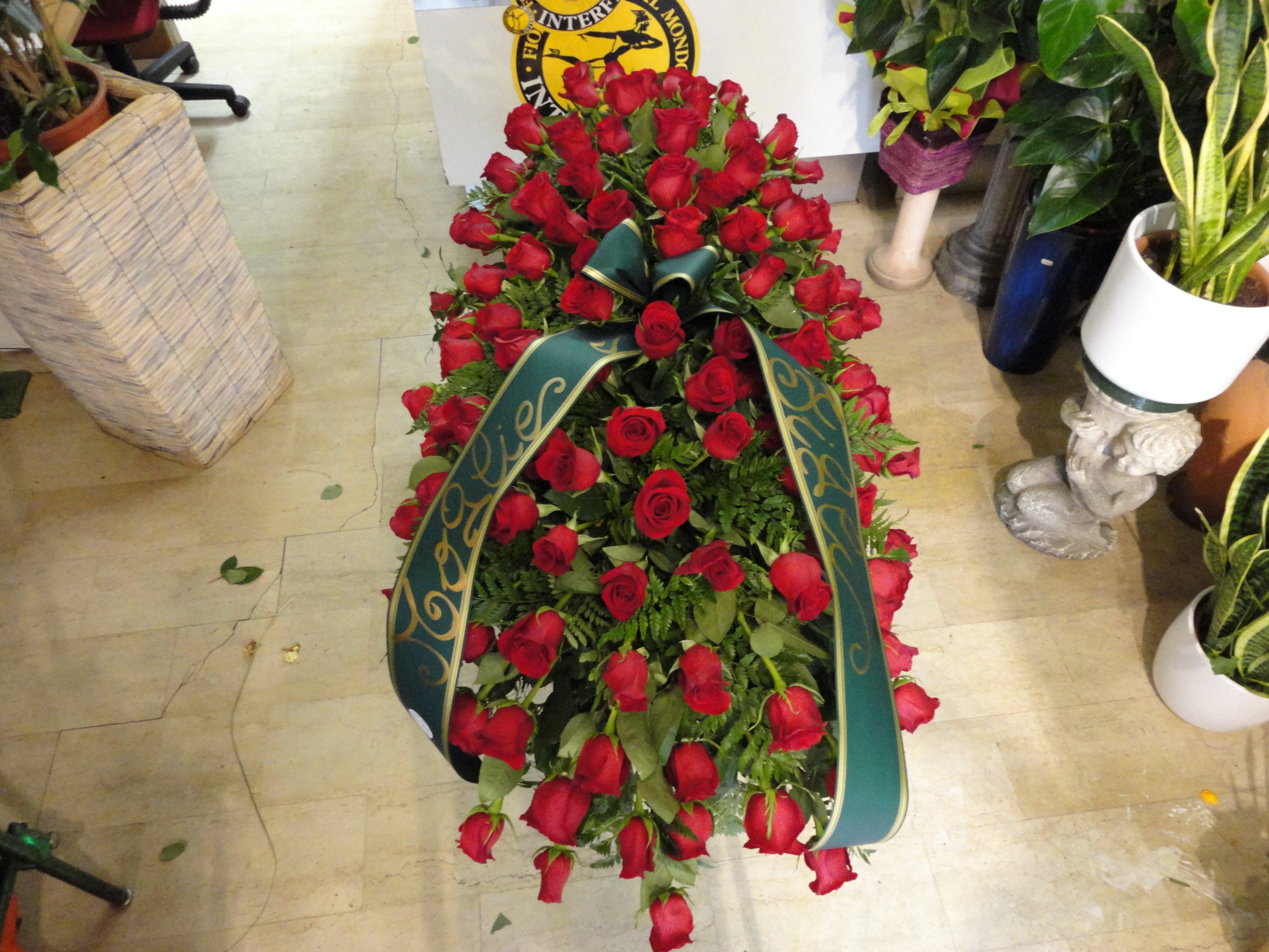 vista dall`alto di fiori per funerali