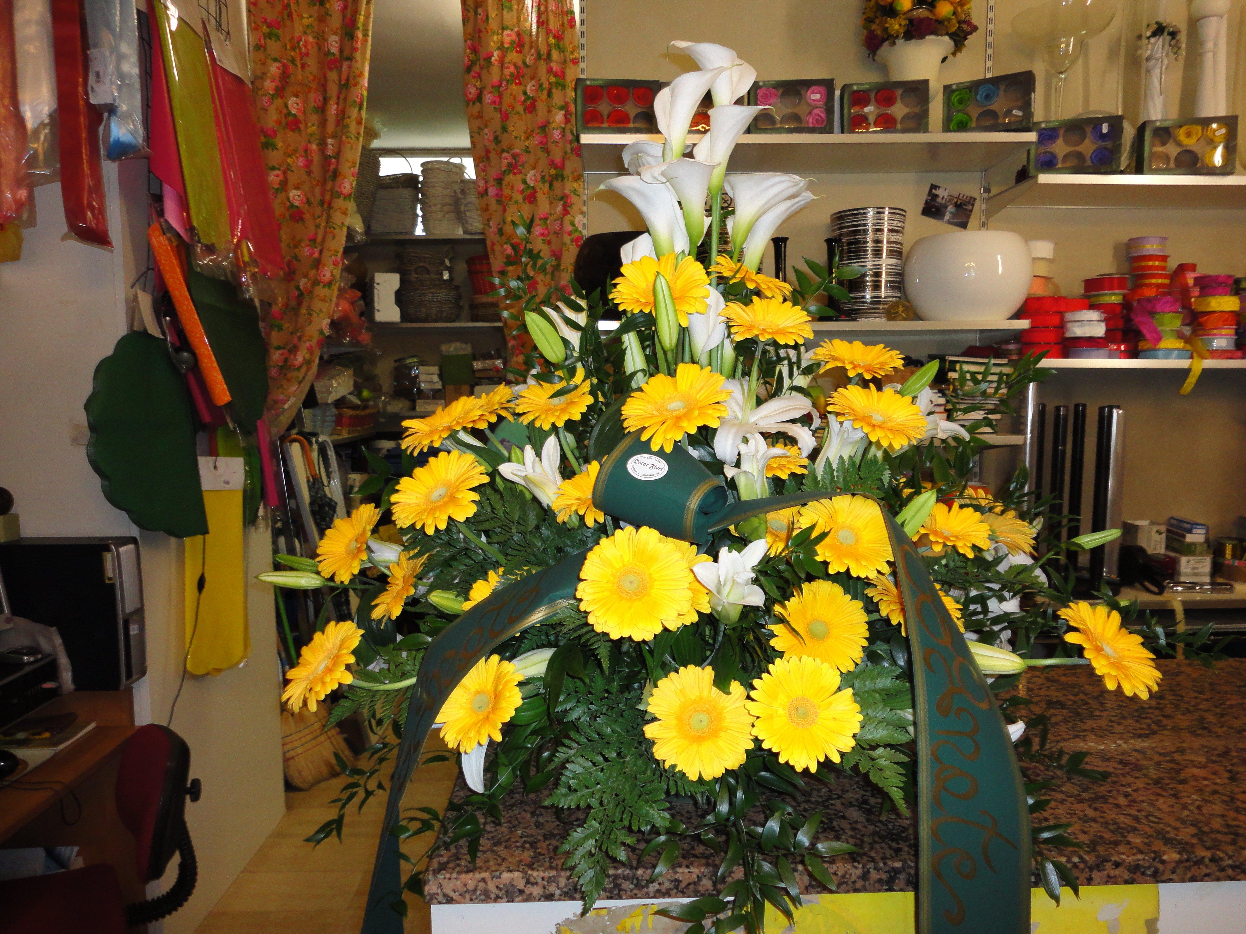 mazzo di fiori giallo