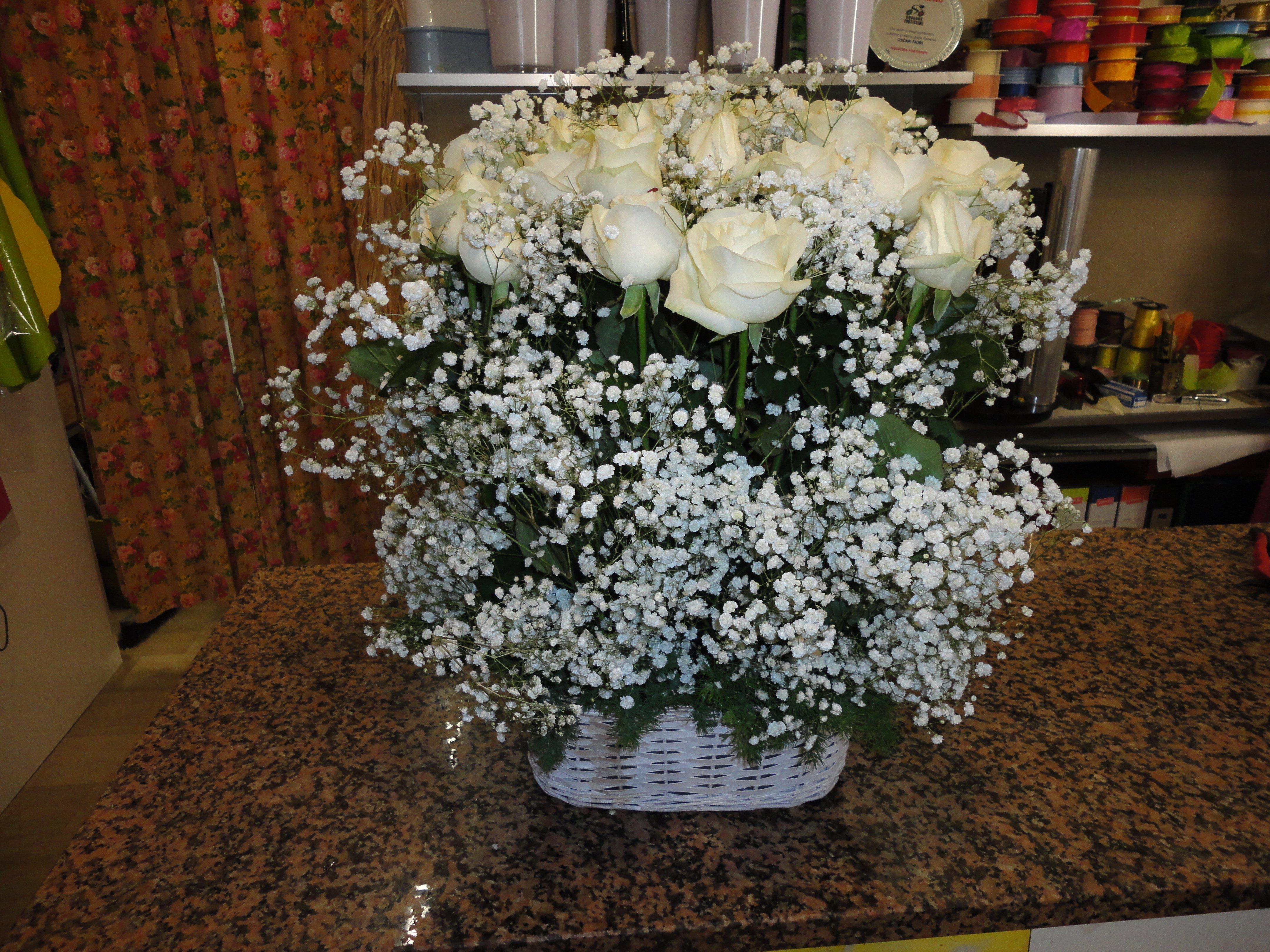 mazzo di fiori bianchi per cerimonia