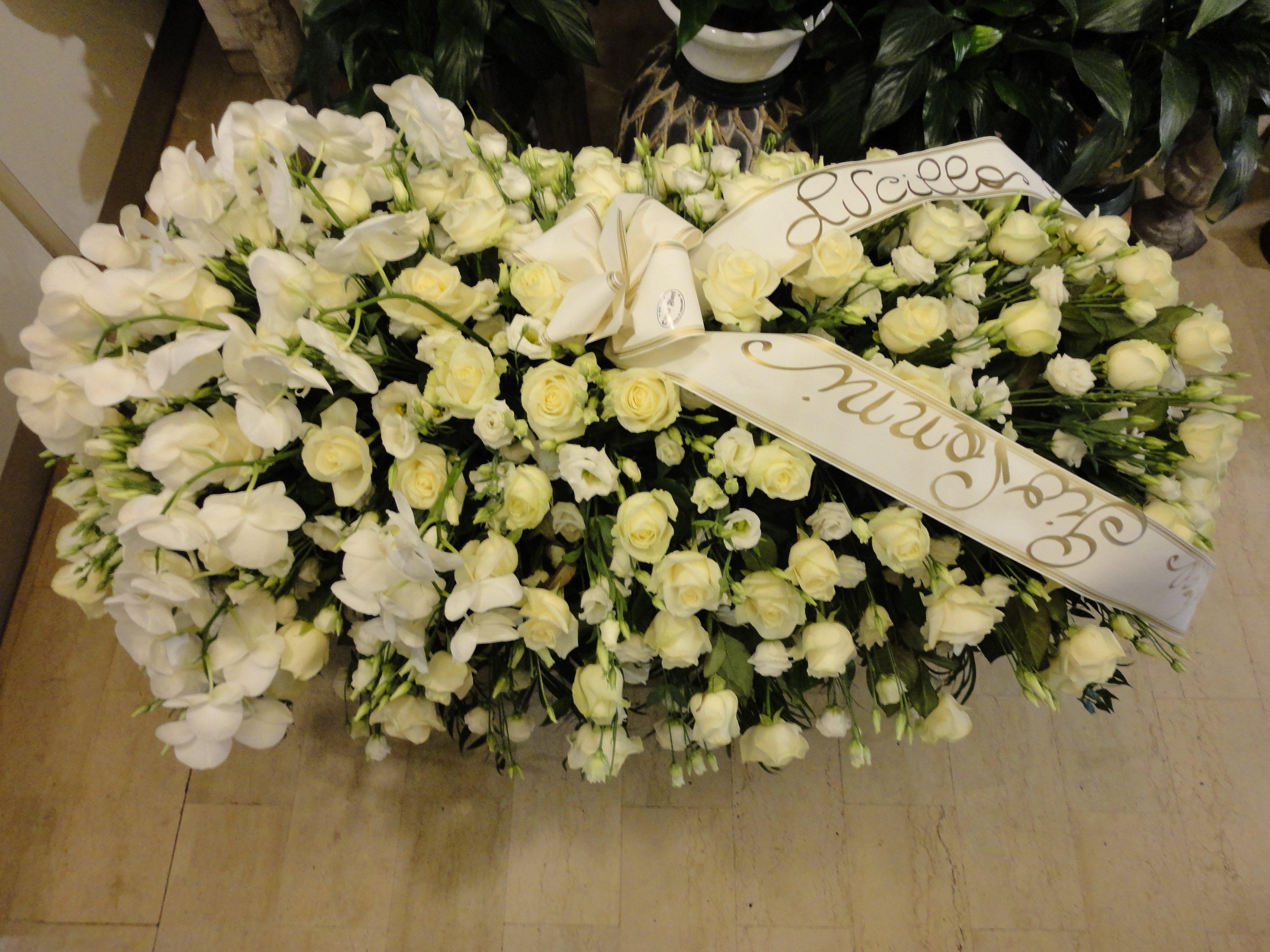 addobbi e composizioni floreali per funerali