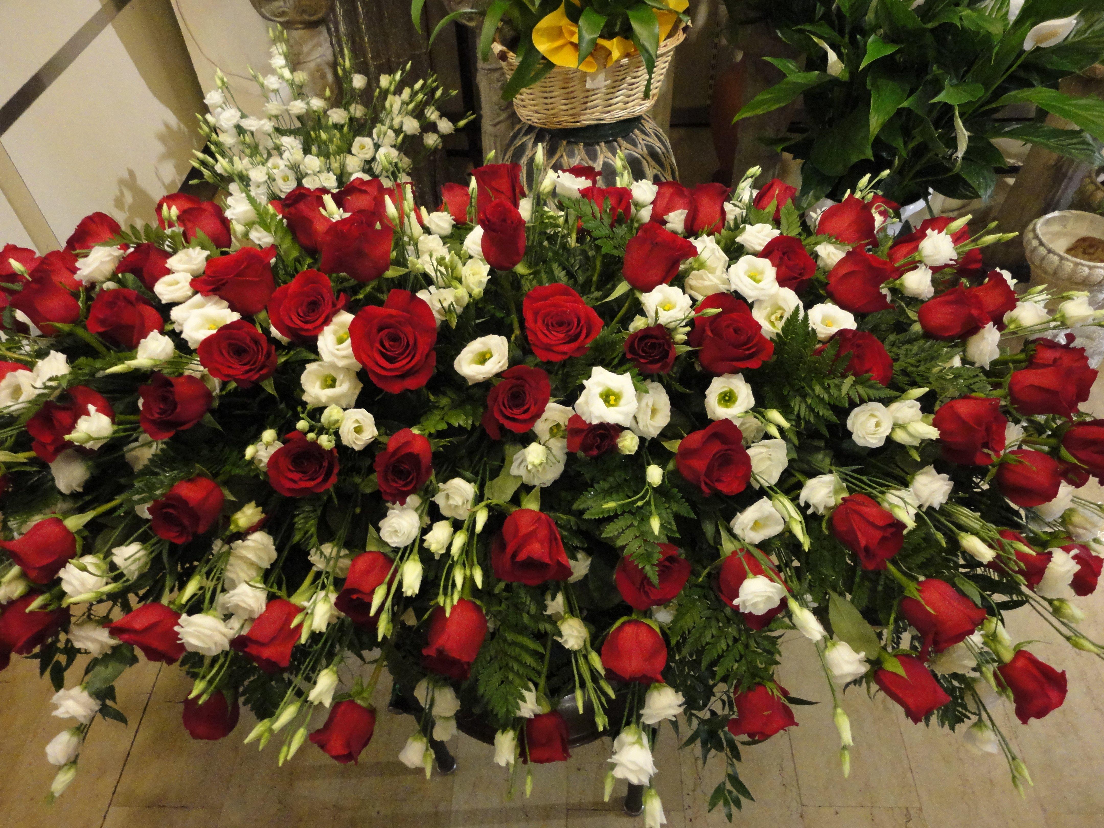 copricassa di rose rosse