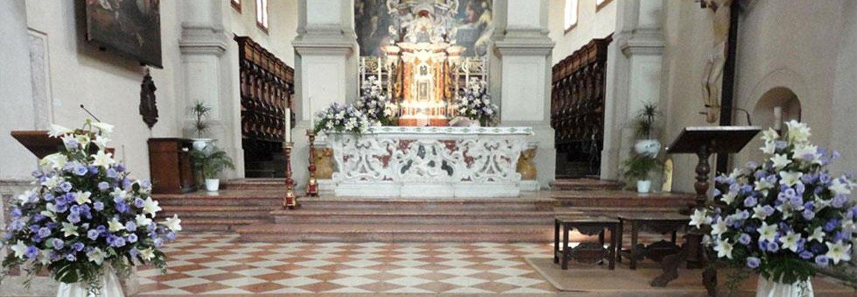Addobbi floreali per la chiesa