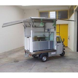 Ape Classic della Piaggio, allestita da furgone - negozio