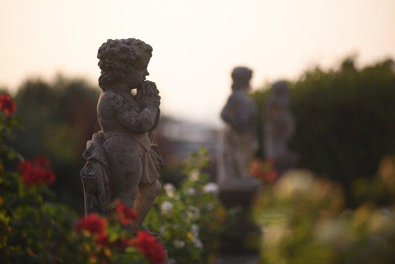 statue nel parco di una villa