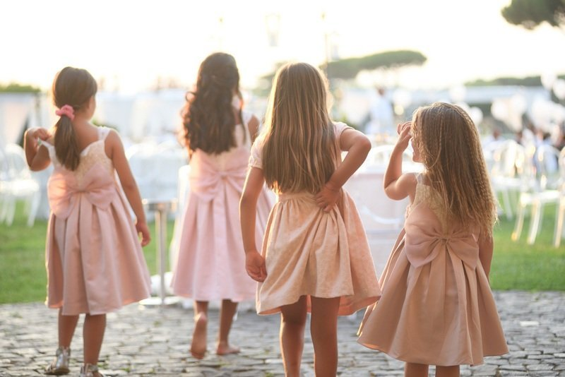 giovani damigelle ad un matrimonio