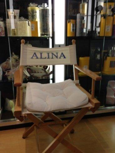 Una sedia della Profumeria Alina