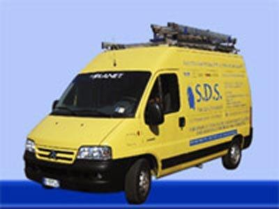 furgoncino delle pulizie a marchio S.D.S.