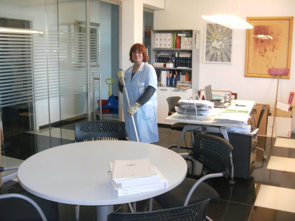 pulizia di un ufficio