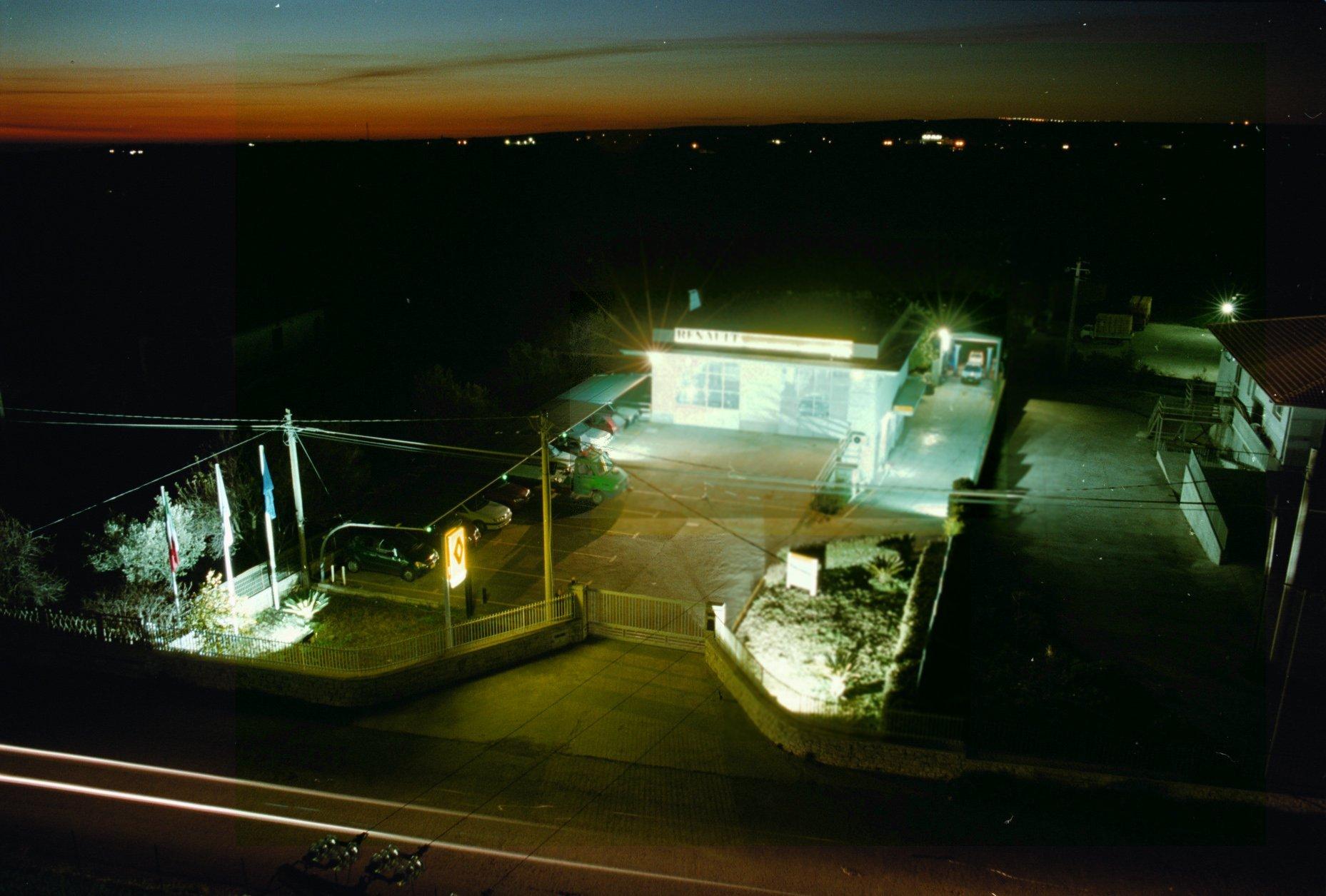 vista dell'autoconcessionaria di martino di notte dall'alto