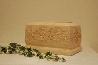 Urna in legno intagliata