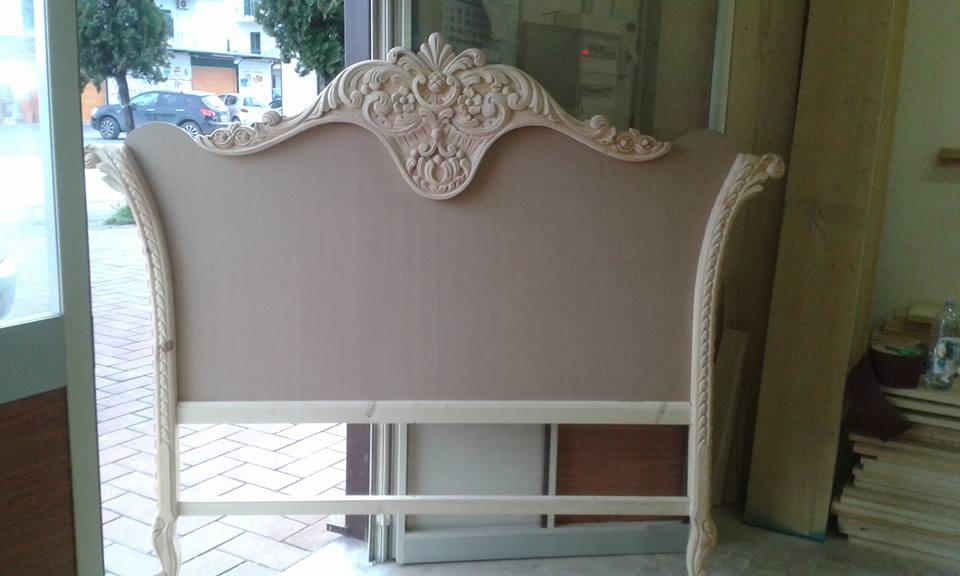 Legno intagliato per letto in stile barocco