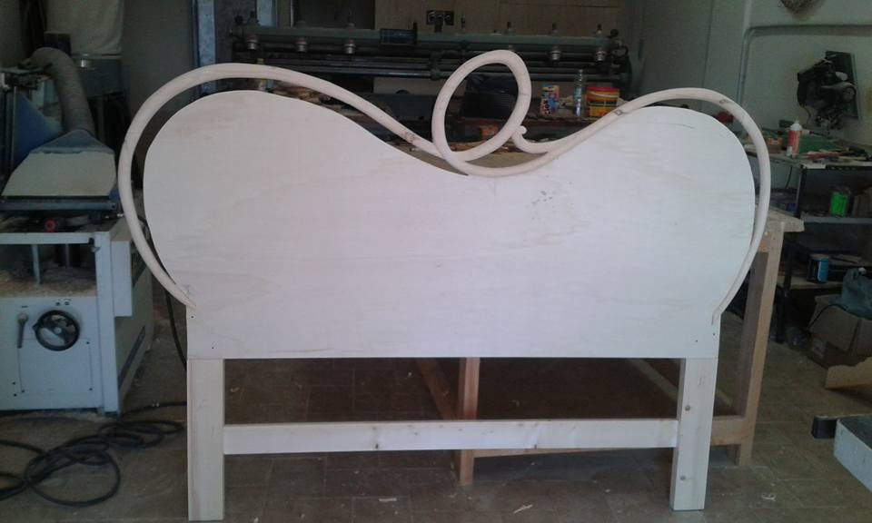 Legno intagliato per letto moderno in legno a Marano di Napoli