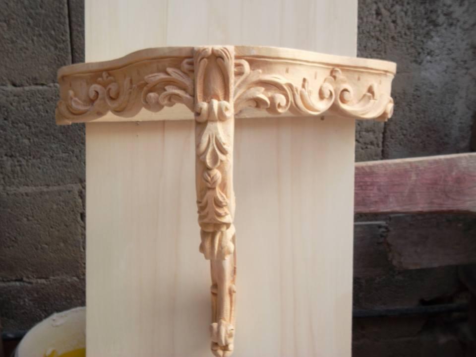 Decorazioni barocche intagliate su legno
